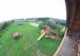 widok z balkonu na podwórko