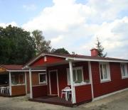 2 drewniane domki