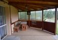 zadaszony taras w samodzielnym domku
